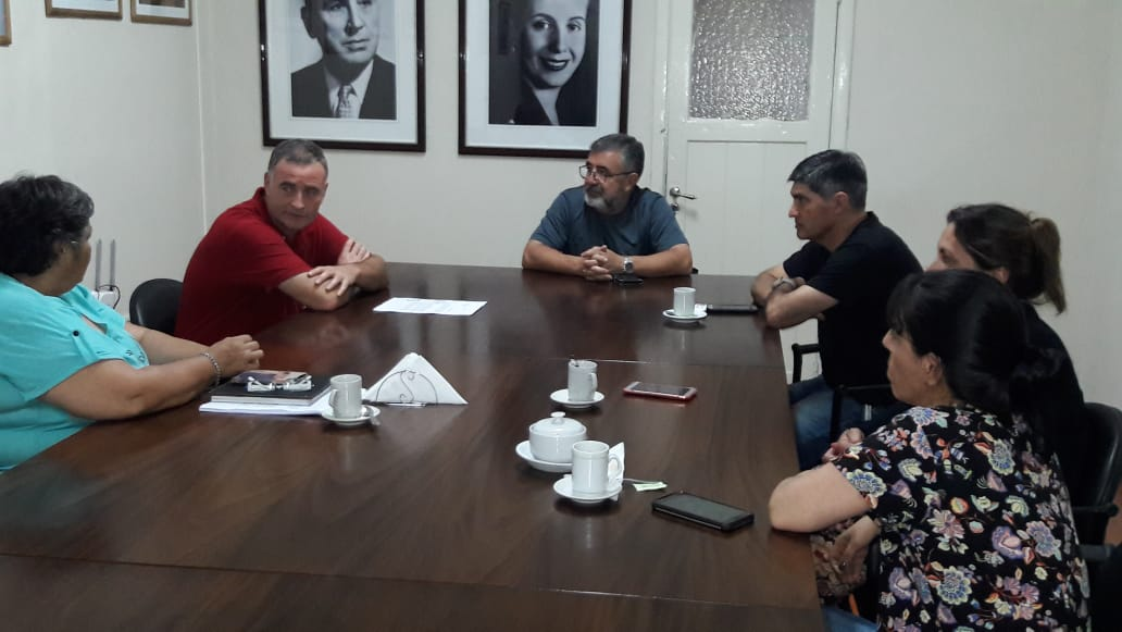 Los compañeros del área de educación se reunieron con el intendente municipal Mauro Poletti en donde le expresamos nuestra preocupación sobre el presupuesto 2019 de la provincia de Buenos Aires de transferir todas las responsabilidades de los Consejos Escolares a las municipalidades.