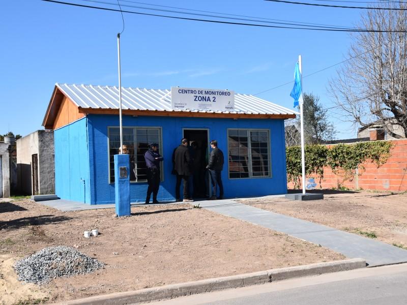 Quedó inaugurado el segundo centro de Monitoreo, ubicado en calle Rafael Obligado y Guerrico de la ciudad de Ramallo, perteneciente a la Secretaría de Seguridad de la Municipalidad de Ramallo. A partir de ahora, las cámaras del barrio serán vigiladas en territorio.