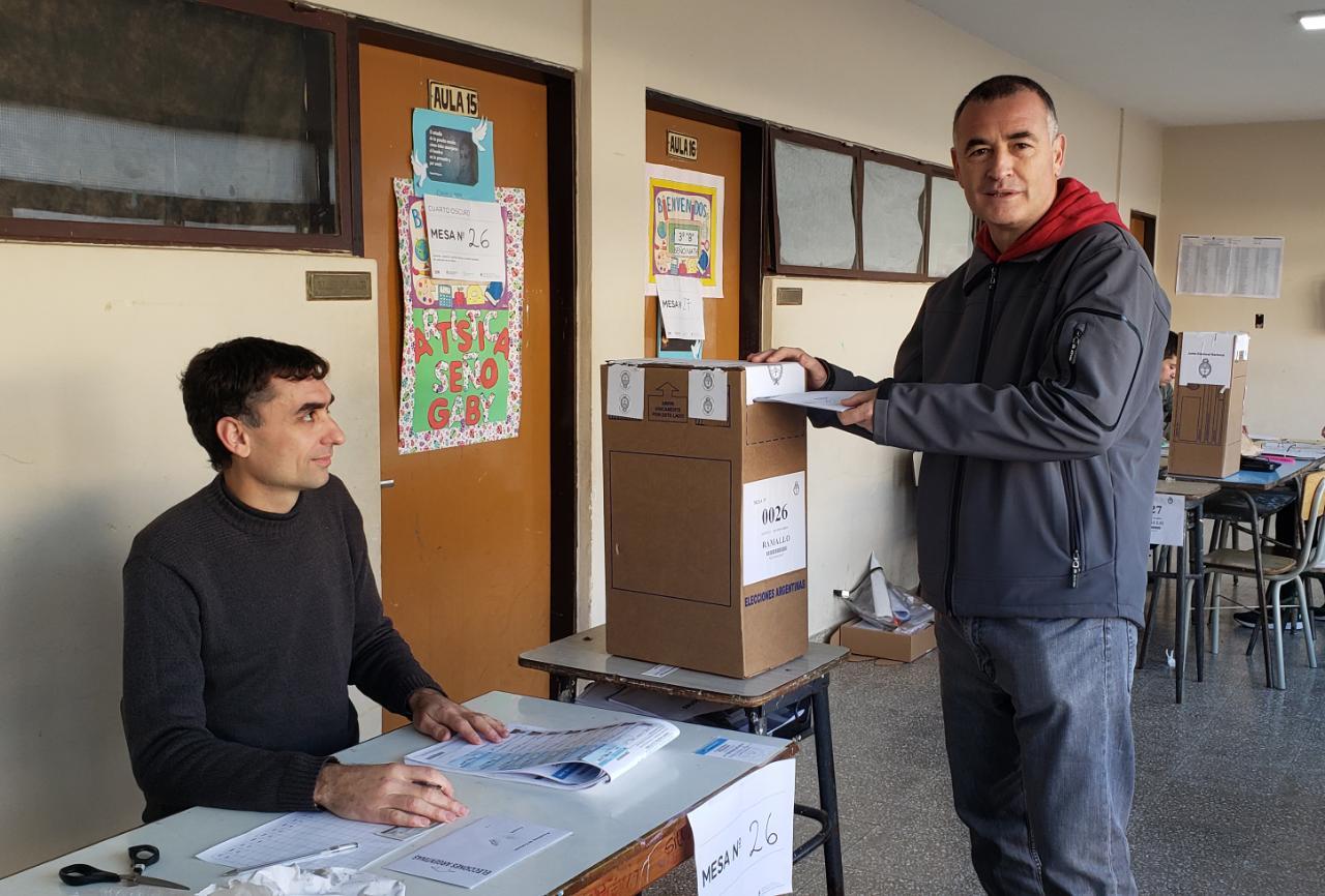Desde temprano, los establecimientos educativos abrieron sin mayores demoras en este jornada de elecciones primarias.