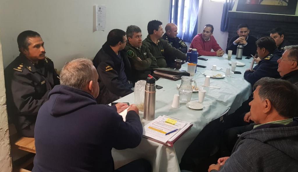 Se desarrolló una reunión del Comité de Seguridad de Ramallo. Estuvieron presentes el subsecretario de Seguridad de la Municipalidad, el jefe de la Policía Comunal de Ramallo, titulares policiales de las distintas Dependencias del partido, CPR Ramallo, DDI y Guardia Urbana.
