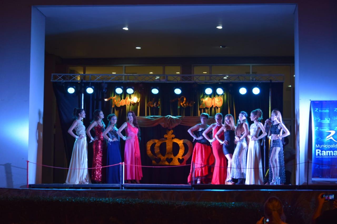 En el Hotel Howard Johnson se realizó una nueva  Edición de la Elección de la Reina del Río 2019. La nueva soberana es Julieta Morilla a quien  Delfina Braico, de Villa Ramallo, le entregó el Cetro y la Corona.