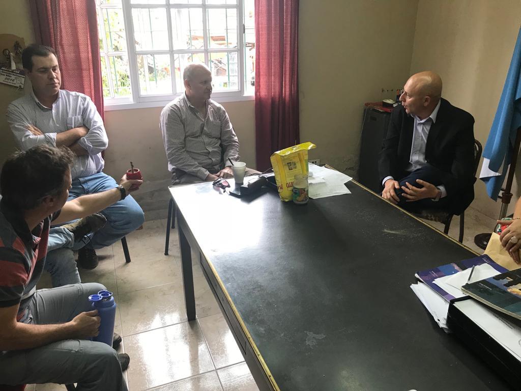 Se realizó una reunión en la delegación Municipal de Pérez Millán, de la cual participaron autoridades municipales con empresarios dedicados a la comercialización de agroquímicos, en donde se abordó cuestiones atinentes al encuadramiento en la normativa legal vigente sobre la materia.