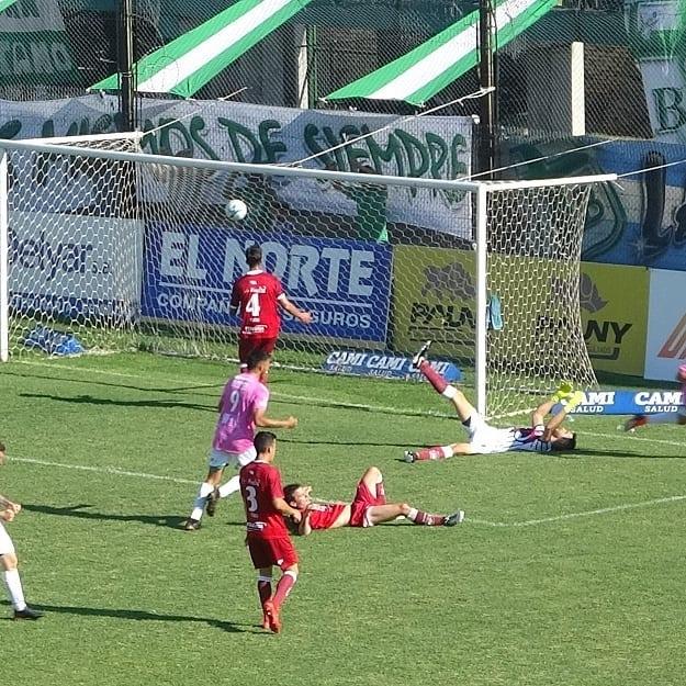 Sobre el final, Defensores se trajo un empate de Córdoba
