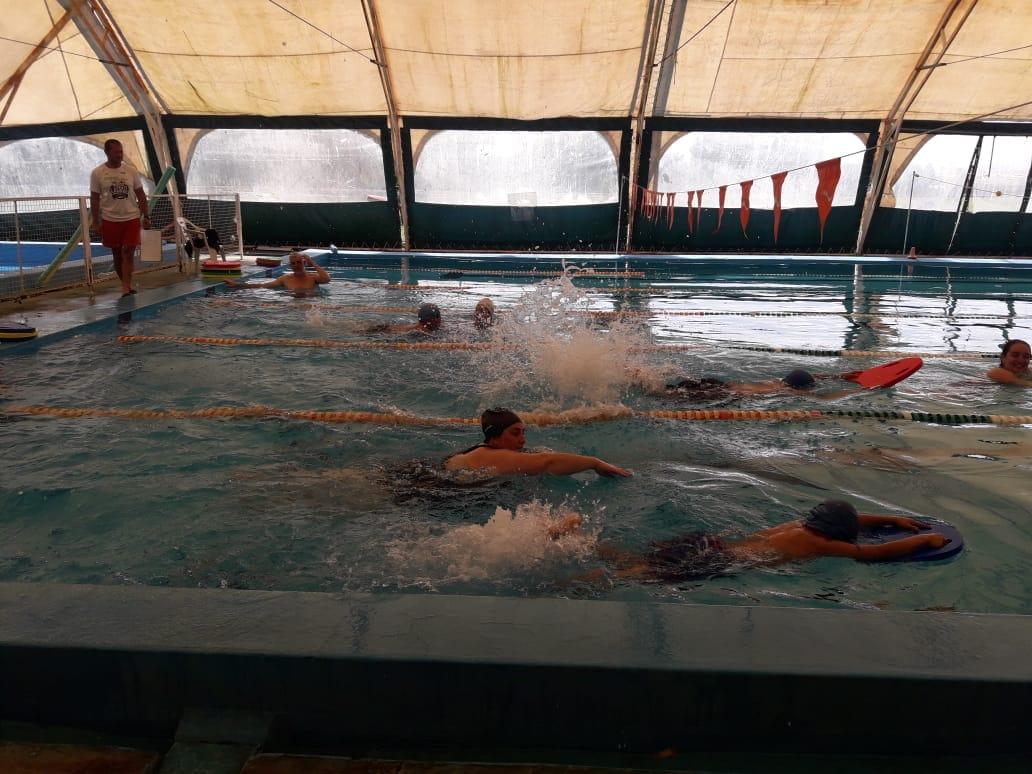 Los alumnos de los CEC N° 801, 802 y 803 de Ramallo participaron del Encuentro de los proyectos de prácticas acuáticas.
