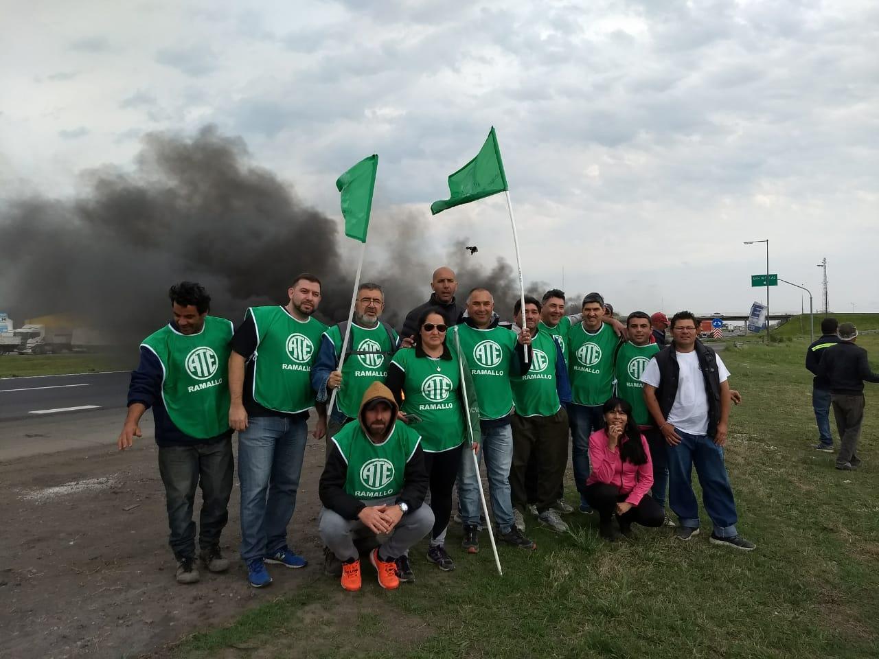Una notable movilización de movimiento sindical se produjo este miércoles en la ciudad de San Nicolás en la ruta.  La seccional de ATE estuvo presente.