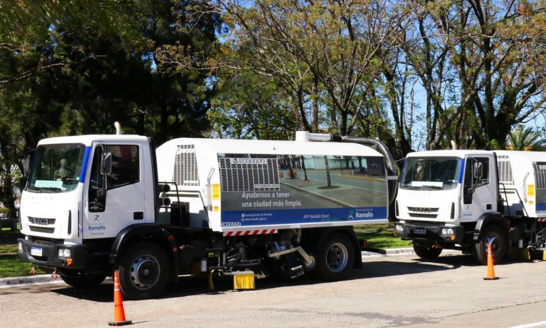 El intendente Mauro David Poletti  presentó las nuevas barredoras para el lavado y barrido de calles que formarán parte del parque automotor municipal.