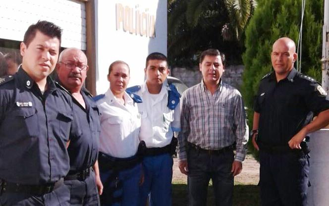 Este lunes, se sumaron dos agentes de la Policía local a los uniformados que ya prestaban servicio en Santa Lucía, San Pedro.
