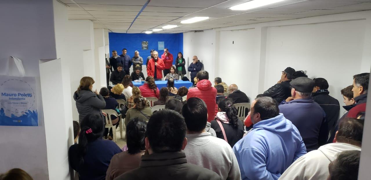 El intendente Mauro Poletti presentó la lista con la que busca su reelección. Lo hizo con un acto en la localidad de Pérez Millán, acompañado de los postulantes a concejales y parte de sus funcionarios.