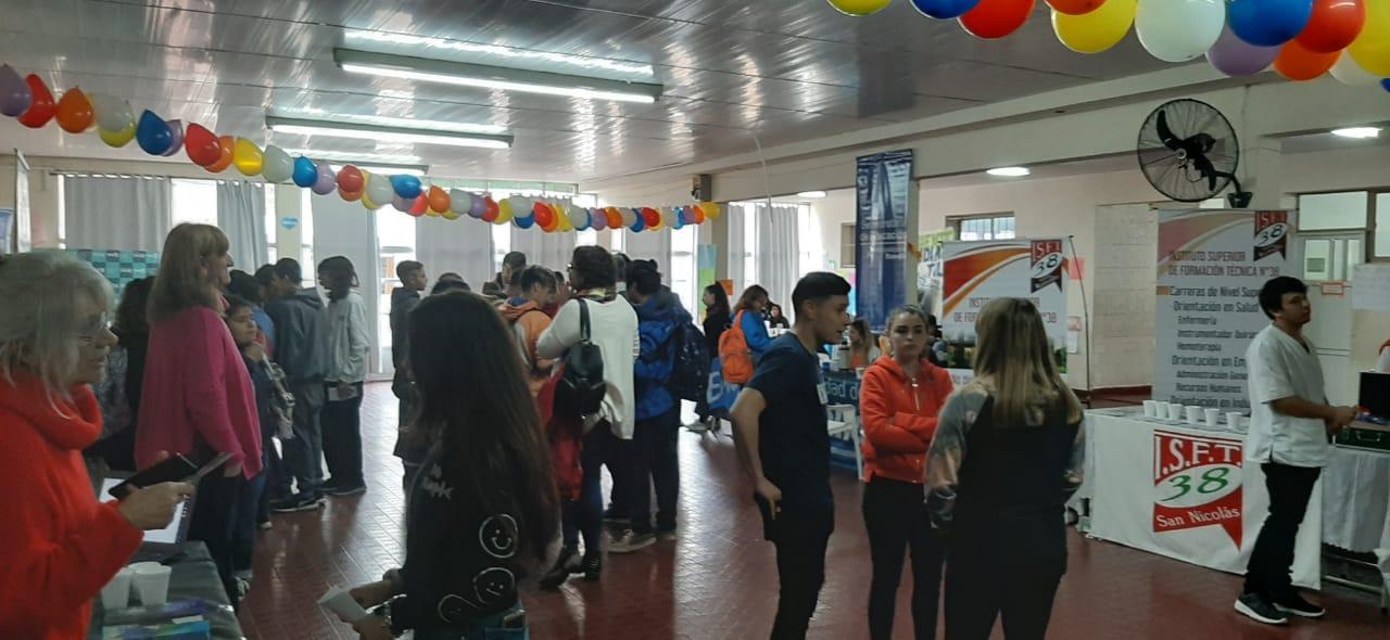 Se realizó la Expoeducativa en la Escuela Secundaria N° 1 de Villa Ramallo. Allí más de 450 alumnos pudieron recorrer los stands y acceder a información de carreras y cursos. Además se realizaron charlas informativas.