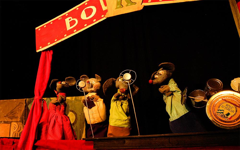 """Comienza el octavo Festival de Títeres """"Titiriteños"""" en Ramallo. Los elencos pertenecen a diferentes provincias del país, como Mendoza, Neuquén, Córdoba y Capital Federal, y las propuestas son para todas las edades, desde Jardín de Infantes, Primaria, Primer y Segundo Ciclo, y público en general."""