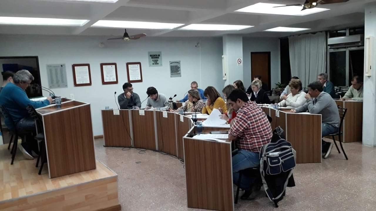 En la última sesión del Concejo Deliberante, la concejal de 1 País, Maira Ricciardelli, presentó una resolución en la que le solicita al Ejecutivo si cuentan con informes enviados por Universidad Nacional de Rosario, que fueran realizados mediante el convenio de vinculación tecnológica.