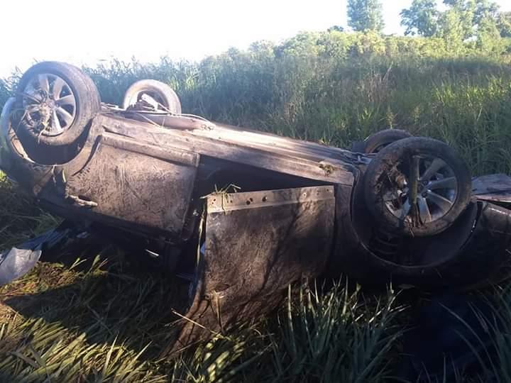 Este martes 25 de diciembre, alrededor de las 7 horas, un automóvil volcó sobre la cinta asfáltica de la Ruta 51.