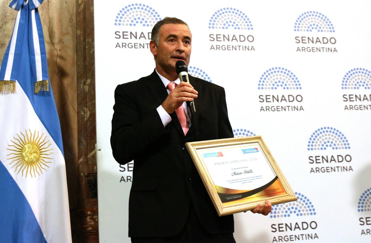 El reconocimiento fue otorgado en el Salón de las Provincias  de la Cámara de Senadores. Representantes de distintos sectores de la política también fueron premiados por el medio de comunicación especializado en descentralización y regionalización municipal.