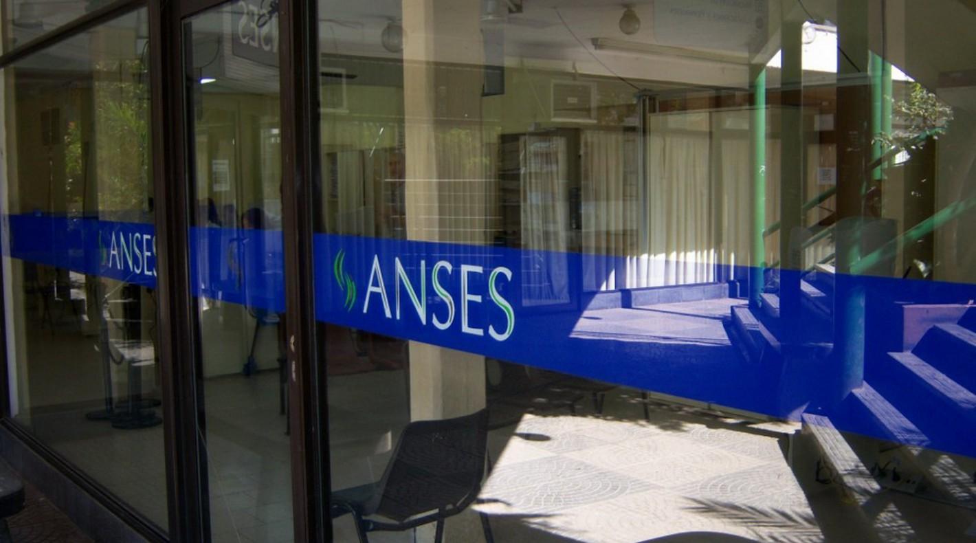 La ANSeS recordó los pasos que deben seguir los jóvenes para acreditar la escolaridad dentro del Programa de Respaldo a Estudiantes Argentinos (PROGRESAR), la beca de estudios que el organismo abona de manera mensual a estudiantes de todo el país.