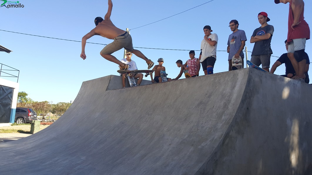 Como parte del lanzamiento del Skate Park en el Paseo Jauretche, se realizaron exhibiciones de Skate y BMX en la pista y en el miniramp bajo la mirada expectante de familiares y amigos que mediante mate por medio vivieron una jornada entretenida y distendida.