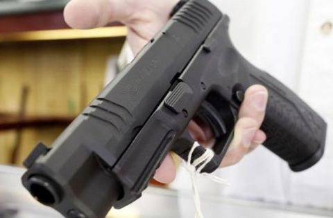 Resistencia a la autoridad y tenencia de arma. Imagen ilustrativa.