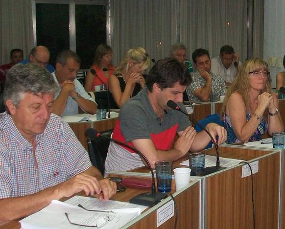 En la noche de este jueves 16 de noviembre sesionó el Concejo Deliberante, con diferentes temas de agenda, y de sorpresa para los presentes, se decidió de forma casi silenciosa votar por el Código de Ordenamiento Territorial.