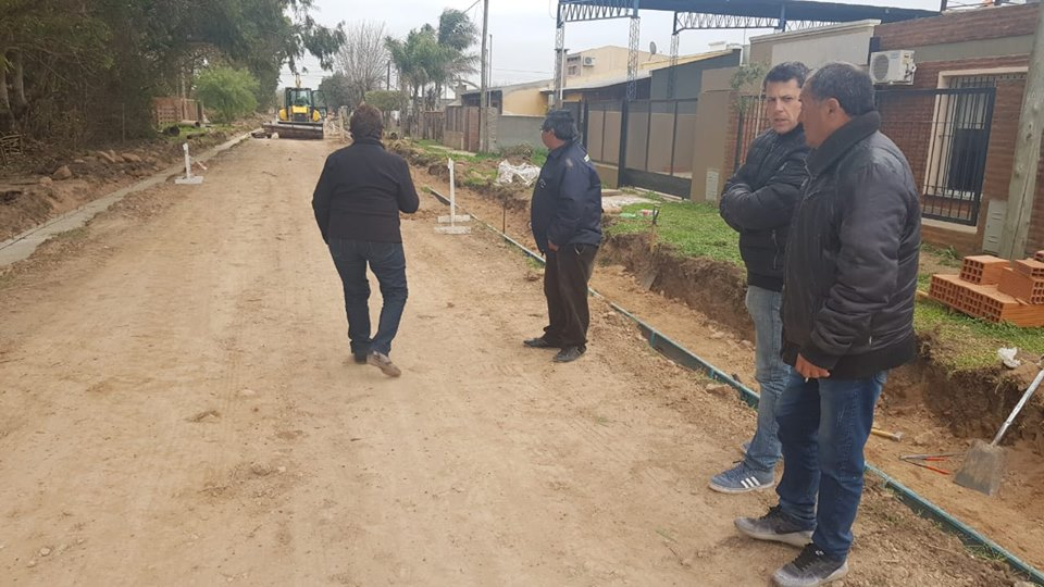 Concejales del oficialismo recorrieron obras que viene realizando el Municipio en distintos barrios de Ramallo y Villa Ramallo. Estuvieron en la recorrida los ediles Gabriel Macías y María Luisa Herrera. En Villa Ramallo lo hicieron en compañía del delegado municipal Agustín Di Bucci.