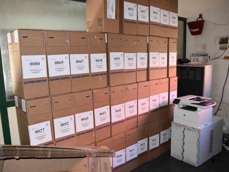 El Correo Argentino ya tiene listas las 86 urnas que de distribuirán en las distintas escuelas de Ramallo.