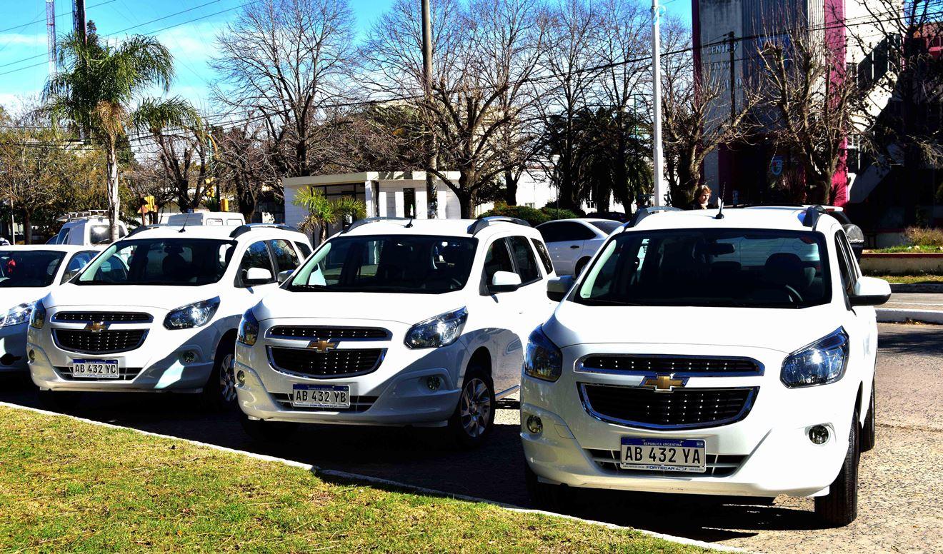 La Municipalidad de Ramallo adquirió tres vehículos utilitarios de la marca Chevrolet del modelo Spin con siete asientos para ser incorporados dentro de la flota municipal.