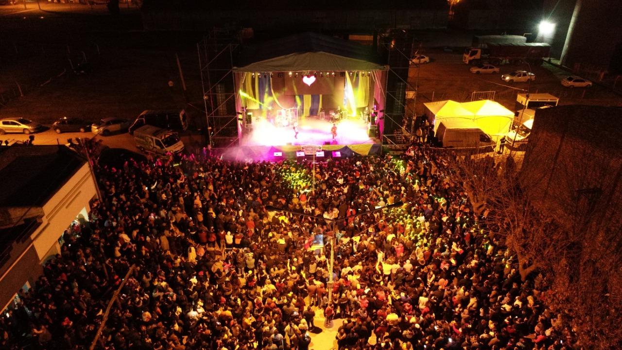Pérez Millán vivió su fiesta aniversario con más de 10 mil personas en la Avenida Rául  Manfredi.