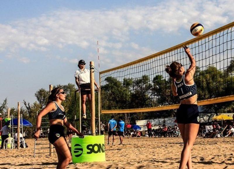 En otra jornada a pleno sol, por la mañana se disputaron las reubicaciones y las semifinales en todas las categorías.