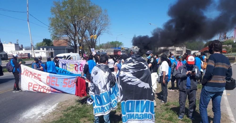 Los movimientos sociales salieron a cortar la Ruta 8 y 188.