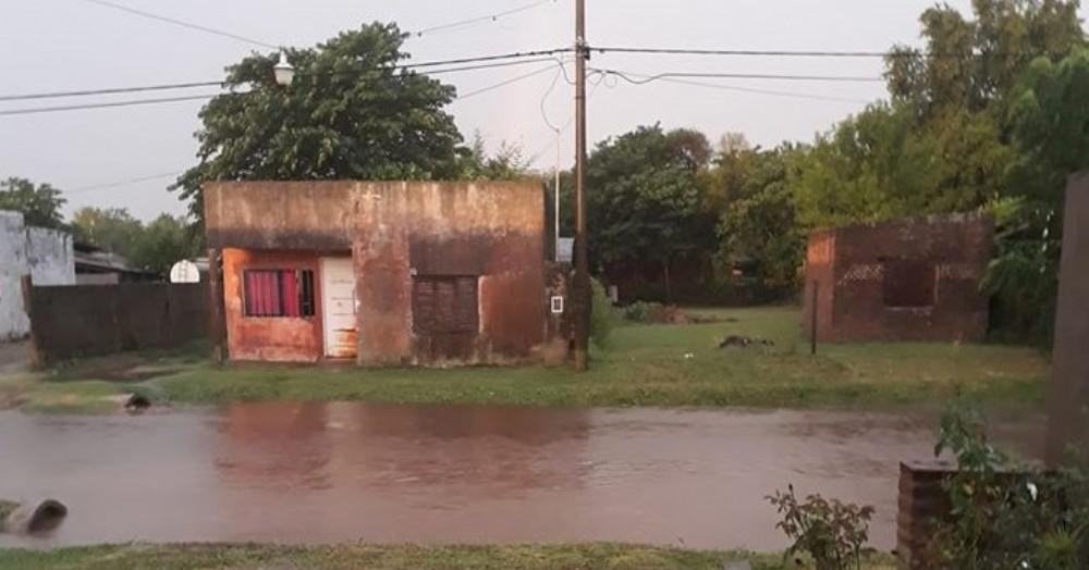 El agua ingresó en decenas de viviendas.
