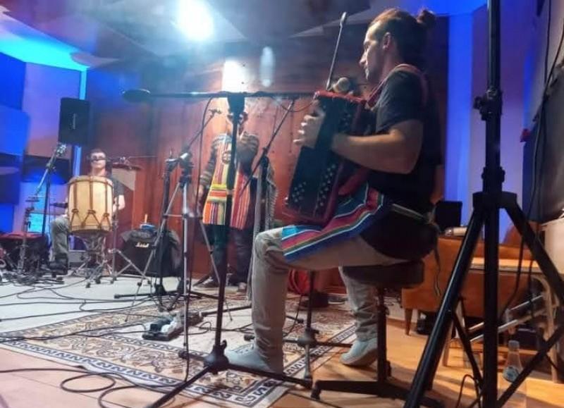 La primera emisión contará con Menú del día como banda invitada.