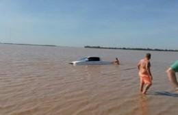 Se cayó una camioneta al río