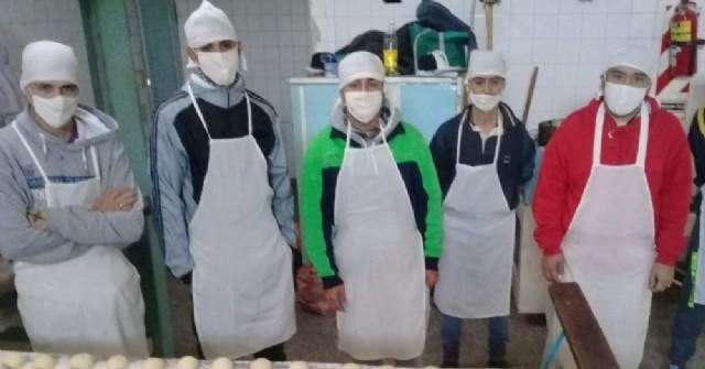Personas privadas de libertad elaboraron facturas para donar en cuatro merenderos de San Nicolás