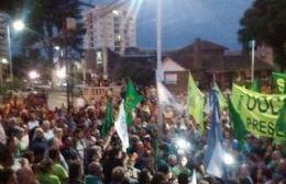Manifestación de los habitantes de Baradero, ante la ola de despidos.