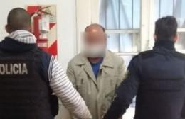 El personal policial detuvo al dueño del geriátrico de La Violeta, Marcelo Giménez, tras una denuncia radicada por el delegado de la localidad, Daniel Esordi.