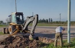 Obras de zanjeo y tendido eléctrico en el camino 087-07 de Savio