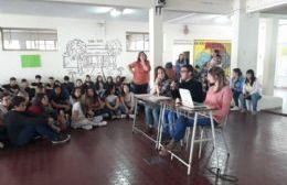 Imagen del encuentro con jóvenes estudiantes