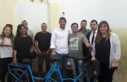 La entrega de la bicicleta adaptada fue en la Unidad 3, dependiente del Servicio Penitenciario Bonaerense