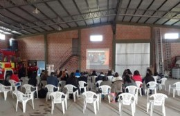 Capacitación en RCP brindada por los bomberos de Pérez Millán