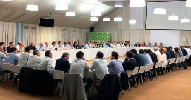 Perie participó de la reunión convocada por el gobernador Kicilof