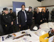 Scioli, junto al ministro Granados y el jefe policial Matzkin, al anunciar que fue desbaratada una banda narco que actuaba en el conurbano y el interior del pa�s