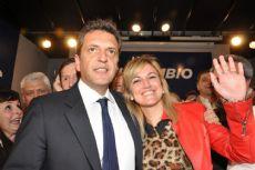 Valentina Domenech, aspirante a intendente, junto al precandidato presidencial Sergio Massa.