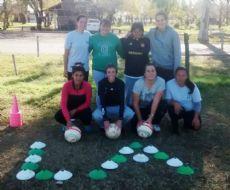 Laurina Oliveros con el equipo de f�tbol femenino.